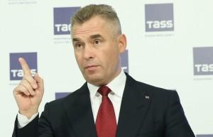 Павел Астахов: Российские граждане чаще стали брать на воспитание в семью детей-инвалидов