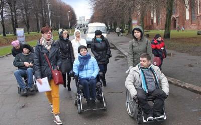 Впервые в России девушка-инвалид провела экскурсию для колясочников