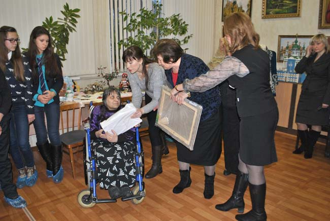В Воронеже состоялась первая выставка художницы-инвалида Светланы Агаповой