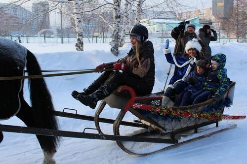 В Кемерове дети-инвалиды бесплатно покатались на лошадях