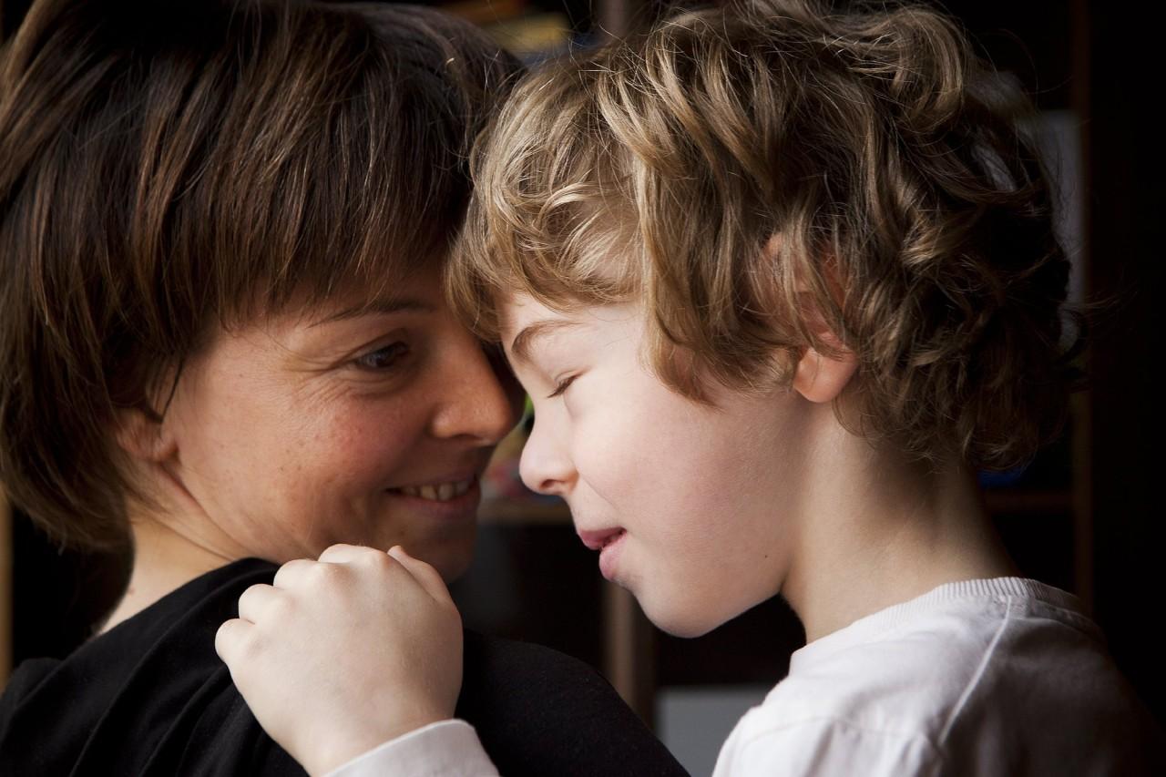 С мамой, принявшей своего ребенка, легко сотрудничать честным профессионалам. А шарлатанам трудно ее обманывать. Фото: Ольга Павлова