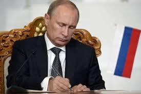 Президент России подписал Федеральный закон о бюджете Фонда социального страхования на 2016 год.