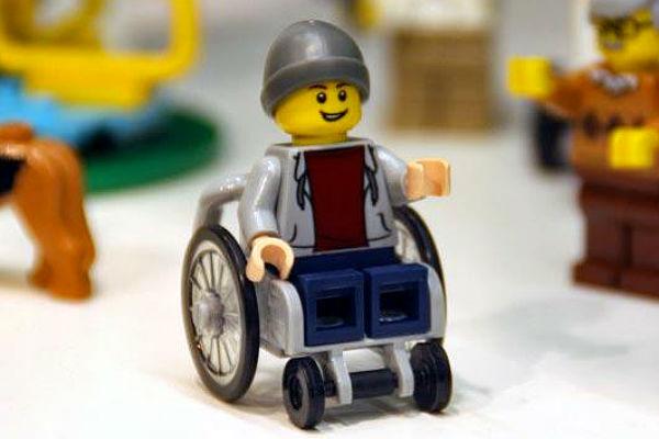 Lego выпустило фигурку человека в инвалидном кресле