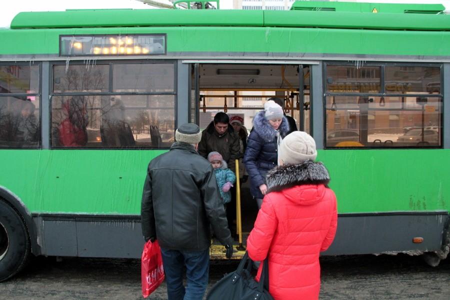 Ради подсчета пассажиров в казанском общественном транспорте перекрыли вход инвалидам и мамам с колясками