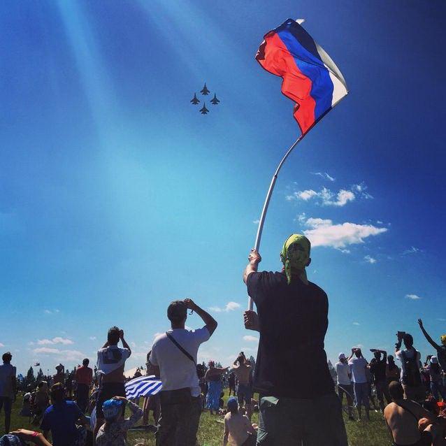 Выступление пилотажной группы «Соколы России»