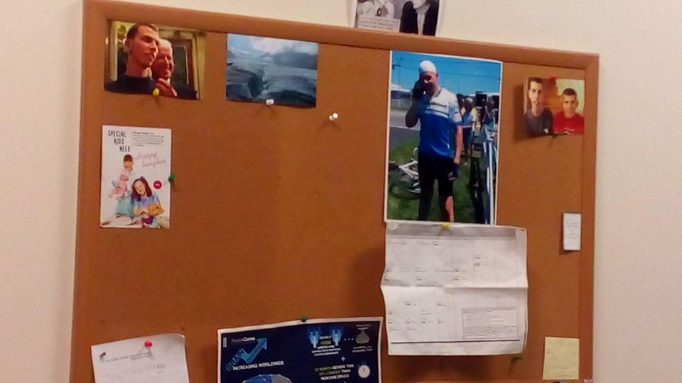 """Я подарила Стюарту открытку нашего проекта """"Пойдем гулять"""", упомянув, что на открытке моя дочка. Он сразу же повесил ее над столом в своем кабинете)))) — в Autism Speaks National Capital Area."""