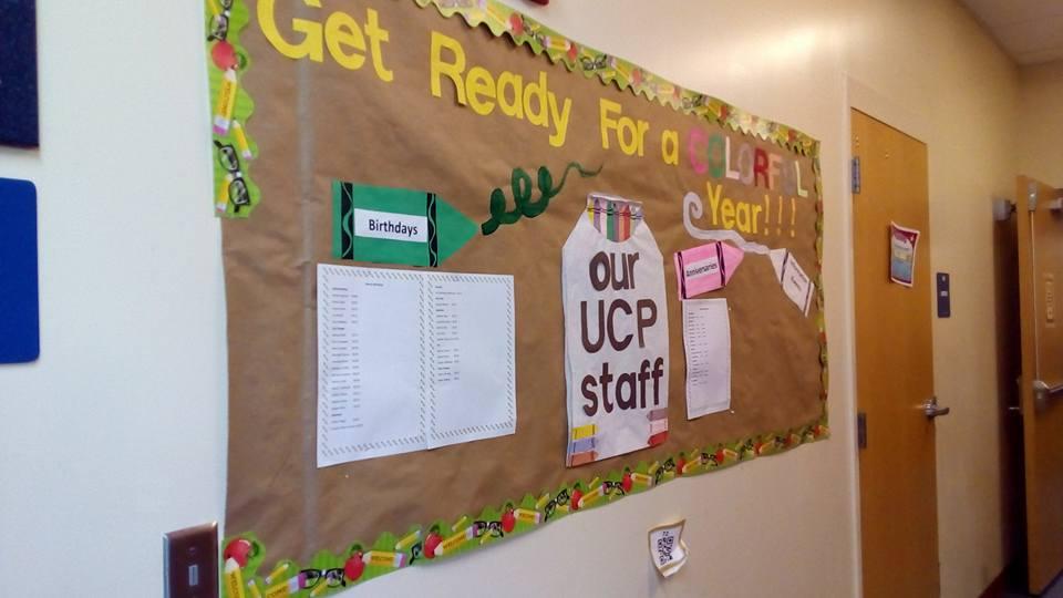 Эта школа в Орландо работает по программе UCP-United Cerebral Pulsy (объединенный церебральный паралич). Это значит , что здесь учатся дети не только с ДЦП, но и с синдромом Дауна, аутизмом и другими нарушениями. Учатся они в одном классе со здоровыми детьми. И в классе их примерно 50/50. — в UCP of Central Florida.