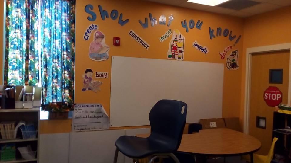 """Школа, в которой мы были, это начальная школа. Она настолько яркая, разноцветная и доброжелательная, что в ней хочется остаться и подольше """"повариться"""" в ее шумной жизни. — в UCP of Central Florida."""