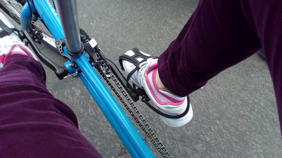 Простые , но надежные крепления для ног.