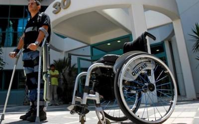 «Умные» устройства для пожилых людей: трость с GPS, экзоскелеты и ботинки от падений