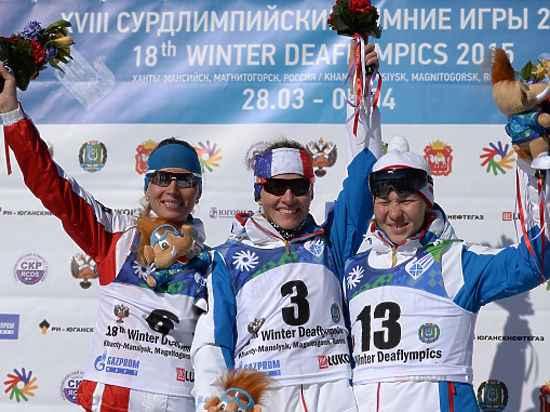 Бронзовый призер Сурдлимпиады Раиса Головина (справа).