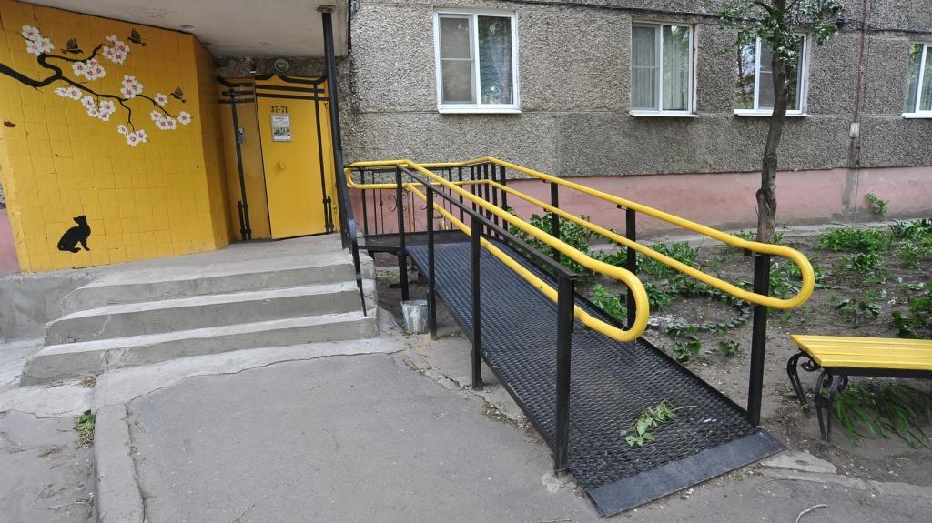 Дума разрешает устанавливать в подъездах пандусы для инвалидов без собраний собственников