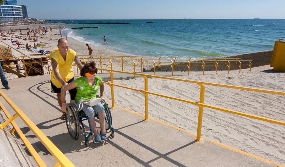 Правительство просят обустроить пляжи для инвалидов