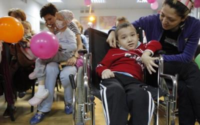 Родителям детей-инвалидов дадут «социальную передышку»